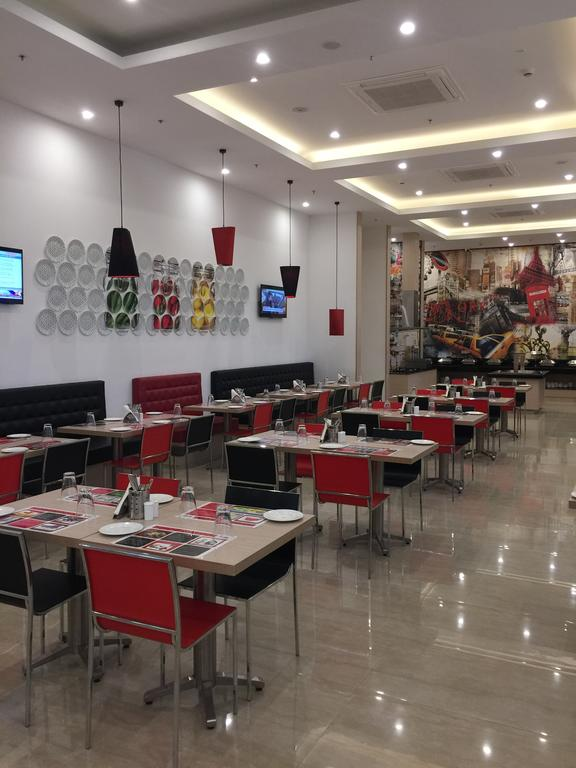 Red Fox Hotel Gurgaon Restaurant