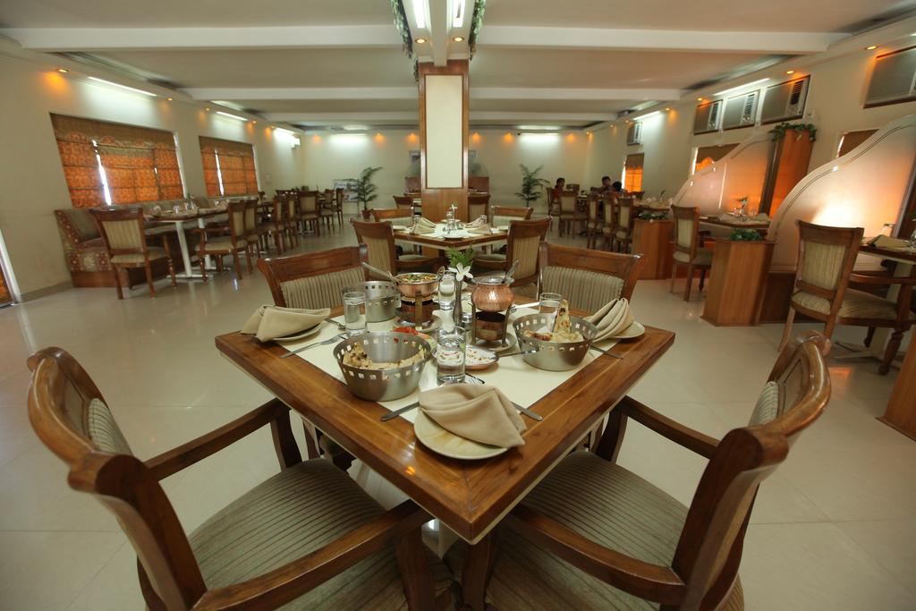 Airport Motel Aapno Ghar Resort Gurgaon Restaurant