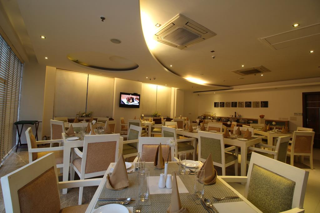 Rosewood Apartment Hotel Gurgaon Restaurant