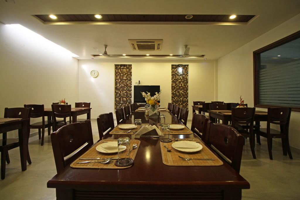Mint Sarojville Suites Hotel Gurgaon Restaurant