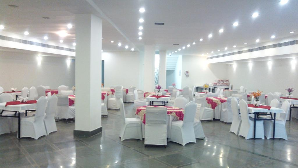 Haris Court Hotel Gurgaon Restaurant