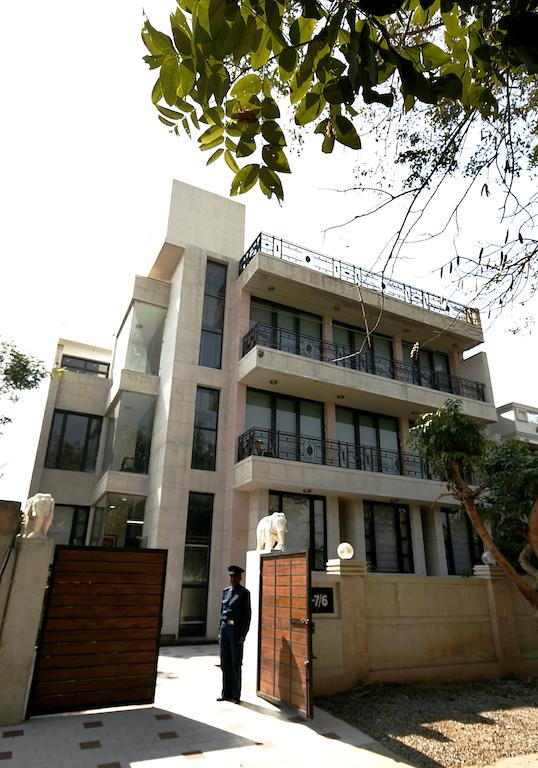 Ahuja Residency Guest House Parklane Gurgaon